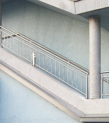 Vordächer, Geländer, Treppen, Zäune